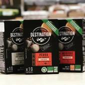 CAPSULE NESPRESSO®* BIO DESTINATION ☘️☕️  máte kávovar nesspreso, ale chcete byť ohľaduplný k prírode ? Máme pre vás riešenie 😉☝️🙏☕️  PERU MEXICO LUNGO aj bez kofeínu DECAFEINE  EKOLOGICKÉ KAPSULY Z DREVENÉHO VLÁKNA  Verní svojmu záväzku k ekologickému poľnohospodárstvu a ekologicky zodpovedným praktikám sme prijali výzvu ponúknuť vám naše chutné organické kávy Destination v ekologicky šetrných a biologicky odbúrateľných kapsulách.  Z ekologického hľadiska bolo dôležité vyriešiť zásadný problém: pre každú šálku kávy pripravenú v kávovare Nespresso® * je kovová kapsula vyhodená do koša! Preto sme kompletne prepracovali našu ponuku kapsúl z organickej kávy v udržateľnej logike, pričom sme chránili autentickú a nenapodobiteľnú chuť.  Teraz sme z našich kapsúl Nespresso® * odstránili hliník. Naša ekologická kapsula je vyrobená z drevených vlákien a je zabalená v recyklovanej kartónovej škatuli. Zaistením rovnakej funkcie kyslíkovej bariéry si každá vzduchotesná kapsula organickej kávy Destination zachováva všetky jemné arómy kávy praženej ručne vo Francúzsku.  Príďte, radi Vám poradíme 😉☕️  #bio #bezgmo #káva #destinationcoffee #ekologickekapsule #obchodbio